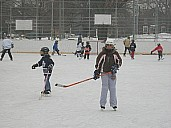 ParentChildHockeyDufferinDec26_07.jpg: 300x225, 56k (May 28, 2015, at 03:05 PM EST)